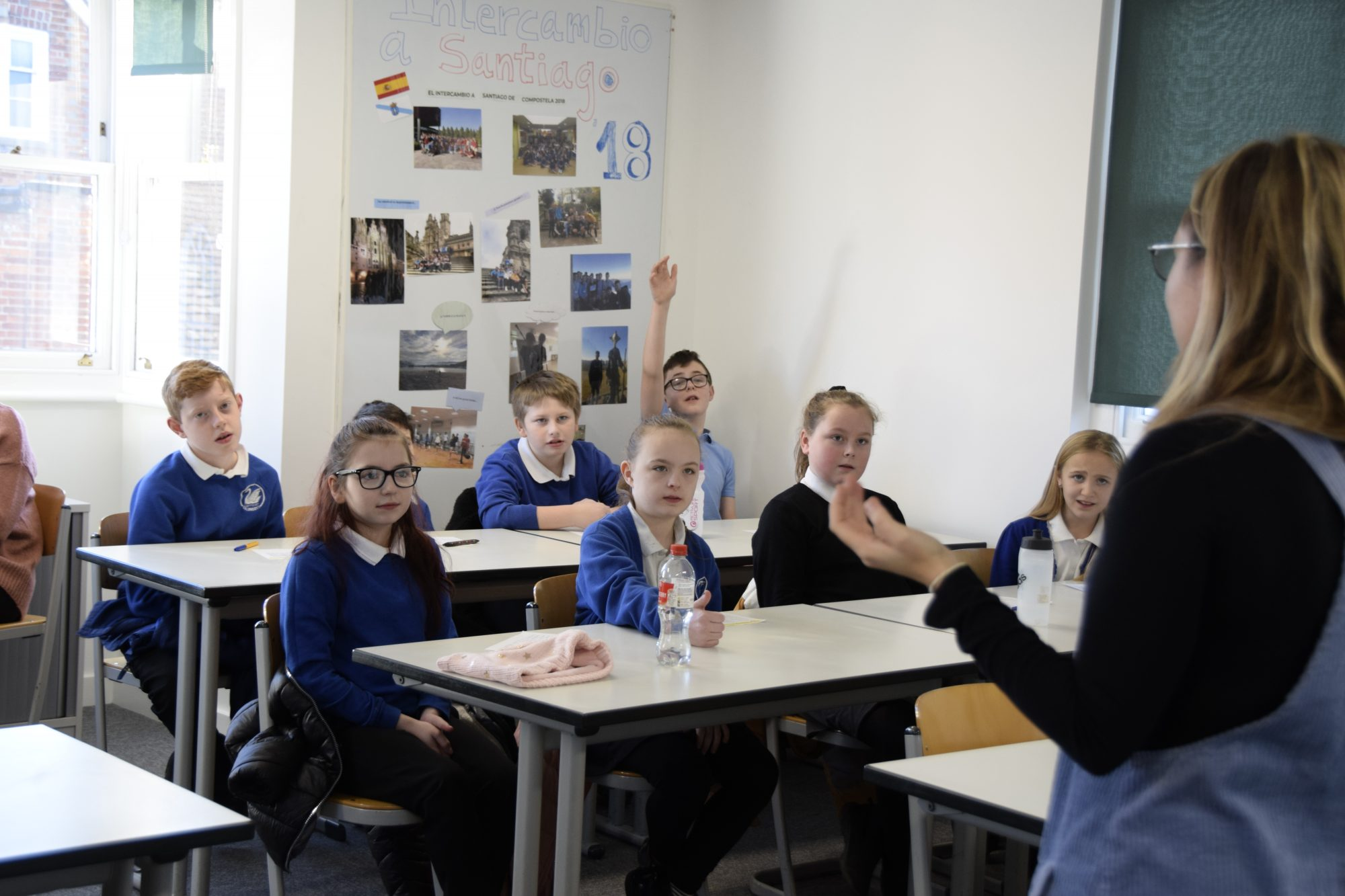 Abingdon School in Partnership languages lesson with primary school