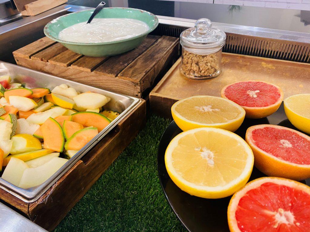 Abingdon School catering - fruit and yogurt bar